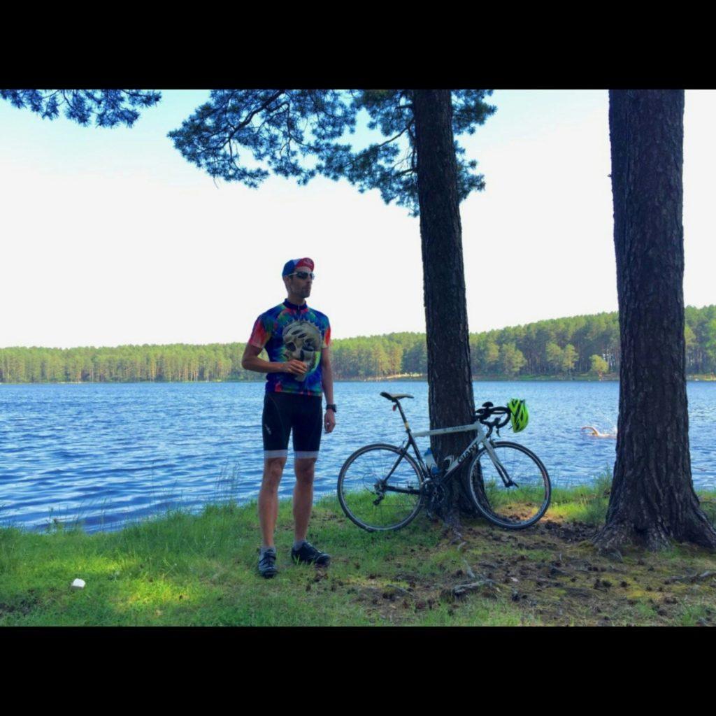 Глеб Шишаев на берегу озера в Сестрорецке