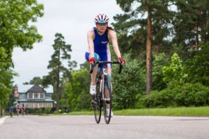 Екатерина Лелюк на велоэтапе триатлона А1 113 в Сестрорецке