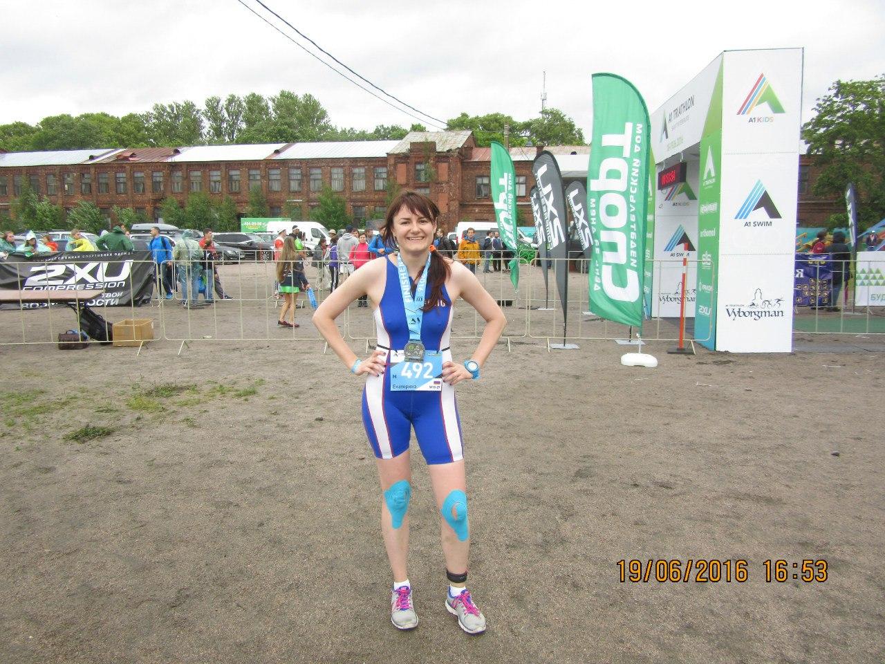 Екатерина Лелюк после финиша на триатлоне А1 113 в Сестрорецке