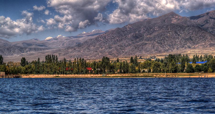 Озеро Иссык Куль осенью