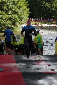 Окончание плавания на Ironman Austria