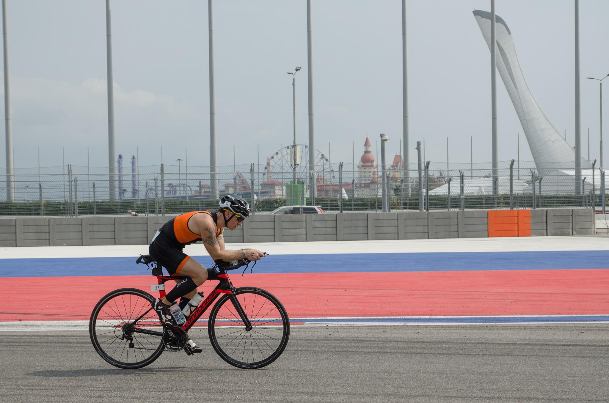 По трассе Формула-1 Сочи на велосипеде